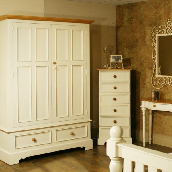 Painted shabby chic 6 drawer wellington distressed home for Bedroom furniture wellington