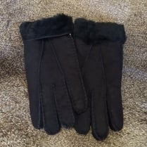 Hand Stitched Sheepskin Gloves in Black